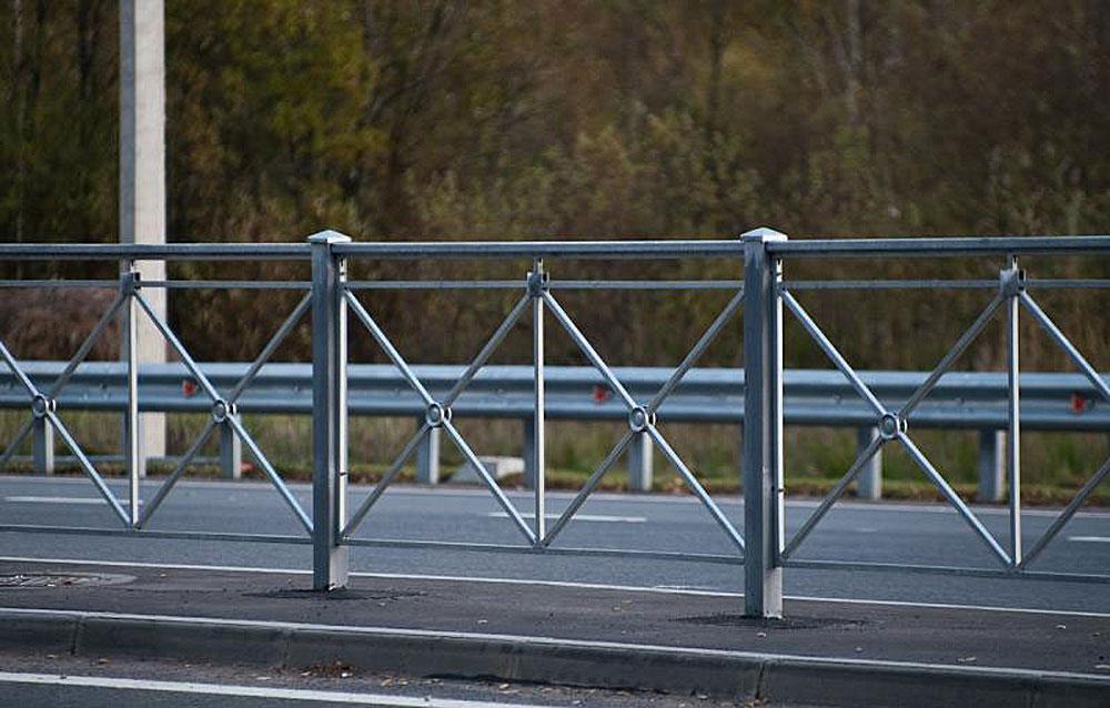 пешеходное ограждение в цинке