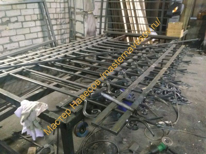 Изготовление и установка сварного забор с элементами ковки