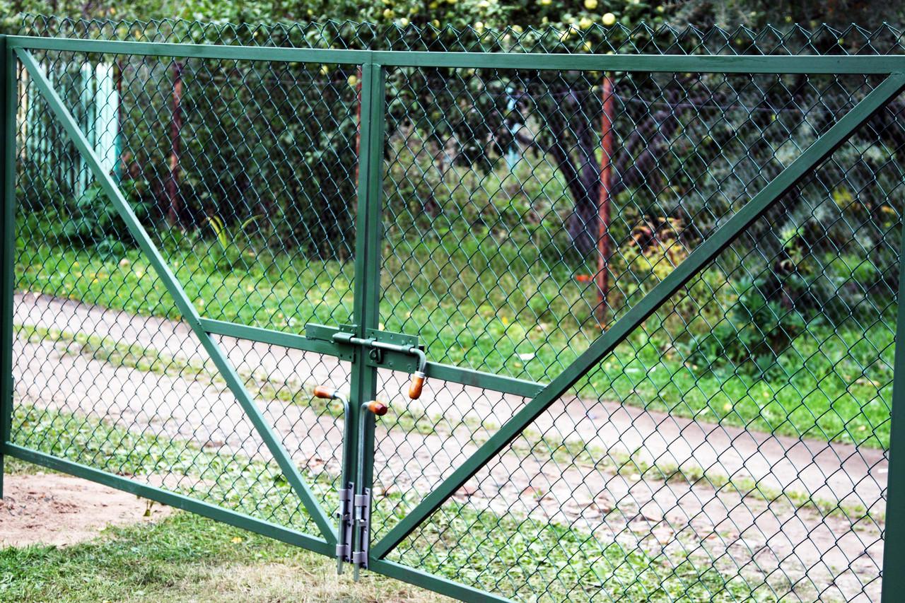 распашные ворота из сетки-рабицы